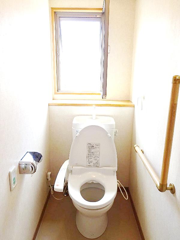 トイレ内の手すり